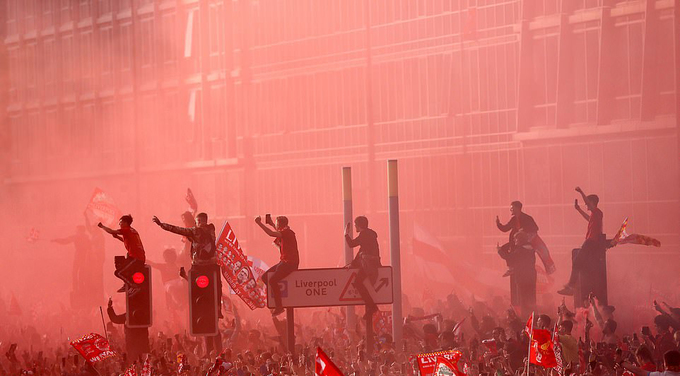 Biển người rước Cup cùng Liverpool