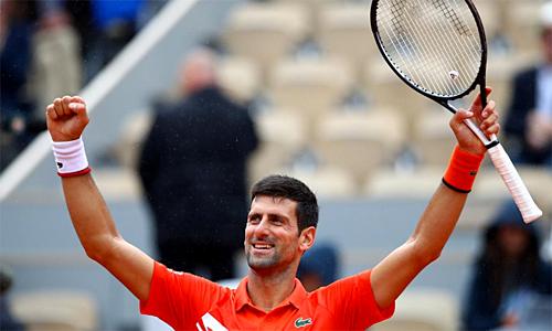 Djokovic phát huy triệt để ưu thế về thể lực trước đối thủ vừa mất sức nhiều hơn, để giành vé vào tứ kết. Ảnh: AFP.