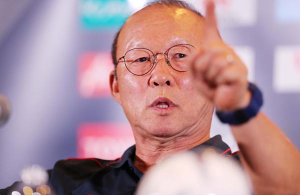 HLV Park Hang-seo liên tục khẳng định tư thế của Việt Nam trước Thái Lan. Ảnh: Đức Đồng.