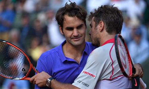 Federer (trái) thua Wawrinka trong lần gặp nhau duy nhất trước đây tại Roland Garros. Ảnh: Tennis Now.