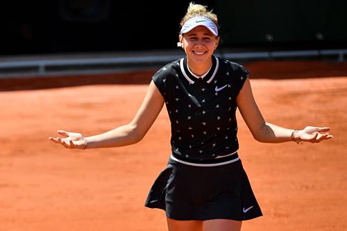 Anisimova thể hiện niềm vui mừng sau chiến thắng ấn tượng.