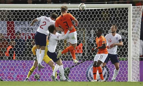 De Ligt đưa trận đấu trở lại vạch xuất phát.
