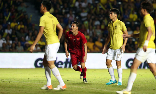 Anh Đức (áo đỏ) ghi bàn duy nhất vào lưới Thái Lan. Ảnh: Đức Đồng.