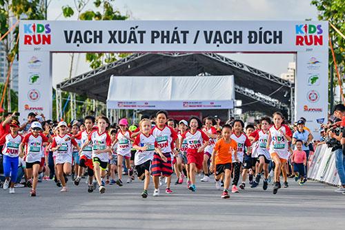 Các em nhỏ từ 5 đến 14 tuổi cũng có thể tham giaMarathon quốc tế TP HCM Techcombank.