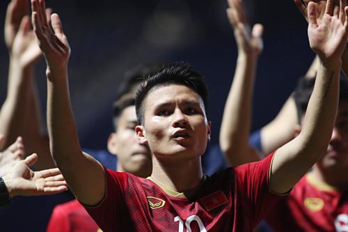 Quang Hải và đồng đội thi đấu thành công ở Kings Cup, đoạt á quân. Ảnh: Anh Khoa.