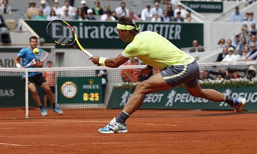 Nadal ổn định và bản lĩnh hơn Thiem trên mặt sân đất nện. Ảnh: AP.