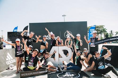 Tại VnExpress Marathon vừa qua, những thành viên nhiệt huyết và năng lượng của adidas Runners Saigon (AR Saigon) đã gây ấn tượng trong cuộc đua. Đây là cộng đồng chạy quốc tế dành cho những người đam mê môn thể thao này, họ tham gia với nhóm với nhiều cấp độ kỹ năng và mọi xuất phát điểm khác nhau.