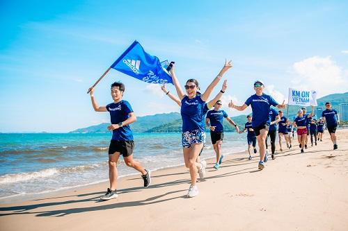 Tại VnExpress Marathon 2019, AR Saigon còn tổ chức một hoạt động bên lề là sự kiện kick-off tuần lễ Run For The Oceans (RFTO) tại Việt Nam. Phong trào này đang được phát động trên toàn thế giới với mục tiêu bảo vệ môi trường biển trước bối cảnh ô nhiễm nghiêm trọng hiện nay. Cụ thể, mỗi người tham gia sẽ đăng ký trên ứng dụng Runtastic (theo hướng dẫn), và... chạy. Mỗi km chạy được tính trên ứng dụng sẽ được quy đổi thành một USD trao tặng cho Trường Đại học Đại dương Parley – nơi giáo dục thế hệ trẻ về ô nhiễm môi trường biển. Các thành viên AR Saigon sẽ là những người tiên phong và truyền cảm hứng tích cực để RFTO có thể lan tỏa mạnh mẽ tại Việt Nam. Để biết thêm thông tin chi tiết về cộng đồng adidas Runners Saigon, truy cập tại đâyĐể biết thêm thông tin chi tiết về cộng đồng adidas Runners Saigon, truy cậptại đây
