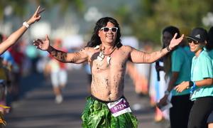 Những màn cosplay ấn tượng trên đường chạy VnExpress Marathon