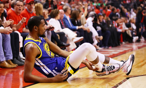 Sự tận hiến của Durant dẹp tan những tin đồn về việc anh không còn muốn cống hiến cho Warriors. Ảnh: Reuters.