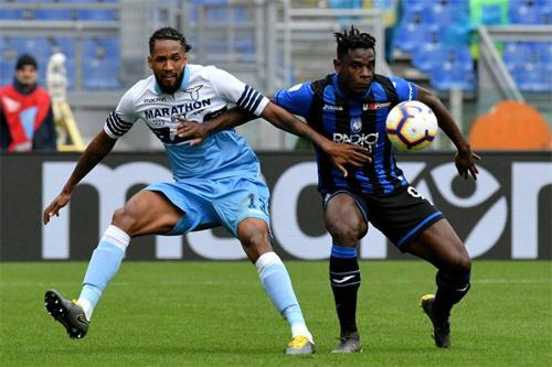Zapata (áo sọc xanh đen) chỉ là một kẻ thất bại trước khi bừng sáng nhờ được HLV Gasperini tin tưởng ở Serie A mùa vừa qua.