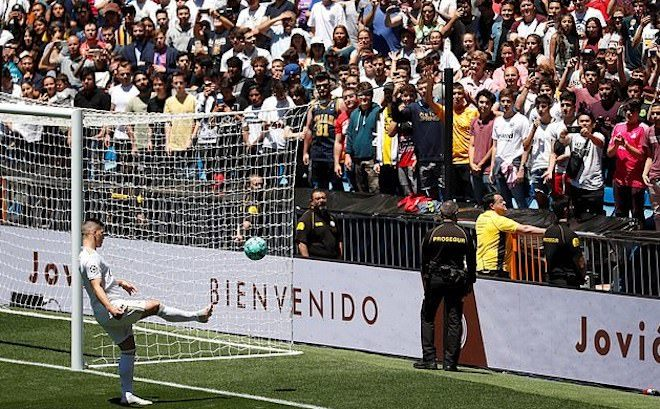 Real Madrid ra mắt tân binh trị giá 79 triệu USD