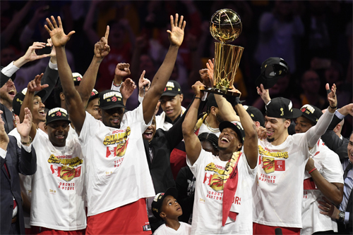 Raptors là đội bóng ngoài nước Mỹ đầu tiên vô địch NBA. Ảnh: Canadian Press.