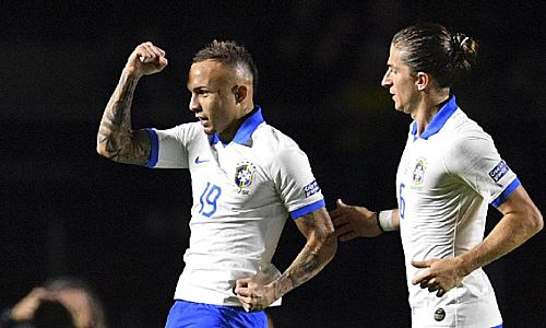 Everton cho rằng phong cách của anh hợp với Man Utd. Ảnh: Reuters.