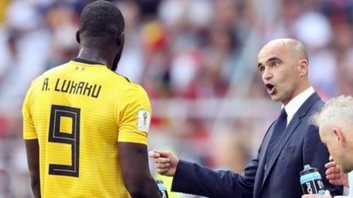 Martinez (phải) có quan hệ thân thiết với Lukaku. Ảnh: Reuters.
