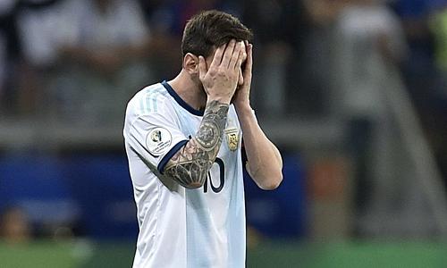 Messi thất vọng khi Argentina đứng cuối bảng sau hai lượt trận. Ảnh: AFP.