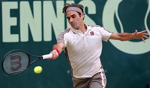 Federer bất ngờ gặp khó khăn trước đối thủ bị đánh giá yếu hơn.