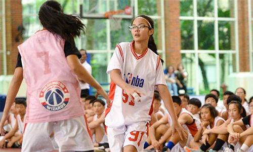 Trang Linh (số 91) cũng là một trong số ít học viên đạt học bổng khóa Elite Gold của SSA, chương trình huấn luyện chuyên nghiệp cho những bạn trẻ có tài năng.