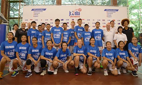 Top 10 nam và Top 10 nữ Châu Á cùng các chuyên gia NBA.