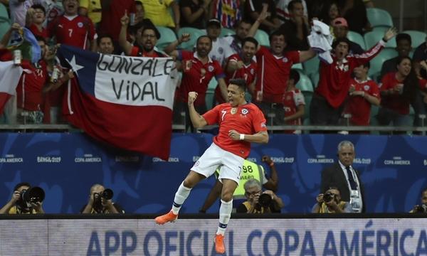 Sanchez hiện dẫn đầu danh sách làm bàn ở Copa America 2019 với hai pha lập công. Ảnh: AFP.