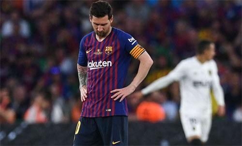 Messi đang khiến Barca mất đi tính đồng đội. Ảnh: Reuters