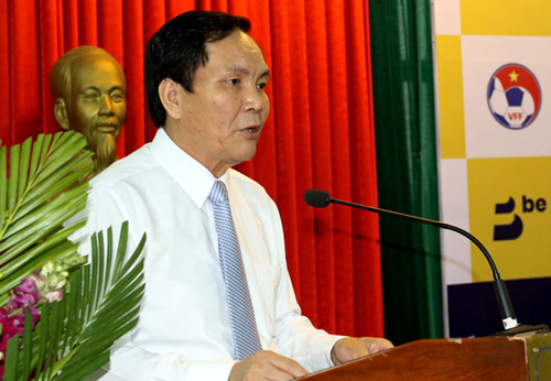 Phó Chủ tịch VFF Cấn Văn Nghĩa xin từ chức và nhận được sự chấp thuận.