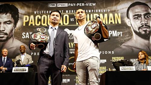Thurman (phải) và Pacquiao trong buổi họp báo. Ảnh:AFP.