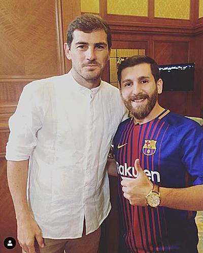 Parastesh chụp chung cùng Casillas. Ảnh:Instagram.