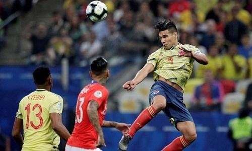 Những nỗ lực của Colombia không thể vượt qua sự lì lợm của Chile. Ảnh: AFP.