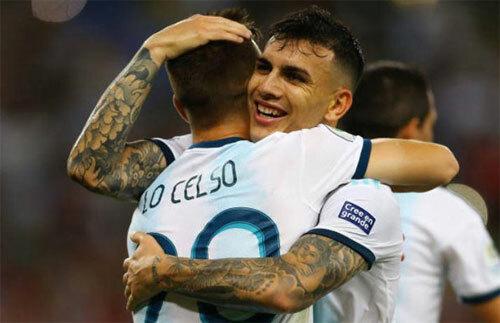 Argentina vào bán kết sau hành trình đầy trắc trở.