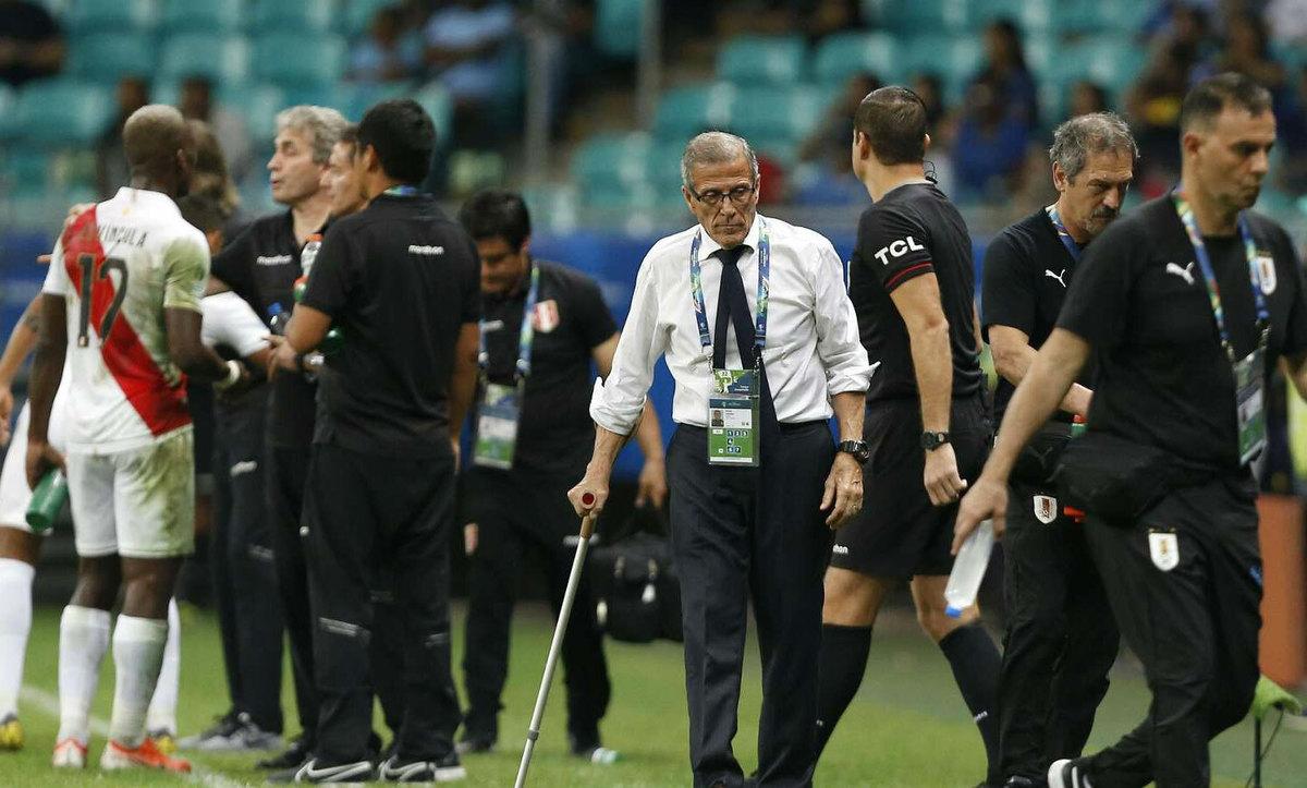 HLV Uruguay từ chối đổ lỗi cho ba bàn thắng bị hủy bỏ