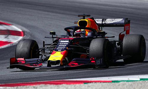 Verstappen chiến thắng nhờ tận dụng triệt để thời cơ từ sơ sẩy của các đối thủ.