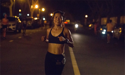Chị Nguyệt Đỗ là runner nữ chạy xa nhất ở Ultra Night Marathon lần thứ năm. Ảnh: RFF.