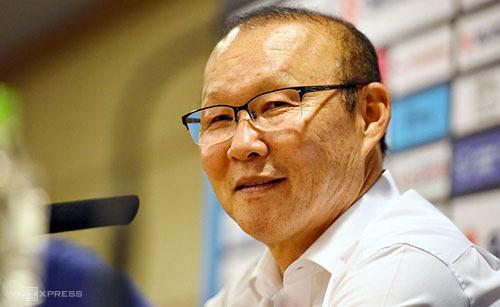 HLV Park Hang-seo không tham gia đàm phán với VFF mà giao toàn bộ cho người đại diện Lee Dong-jun. Ảnh: Giang Huy.