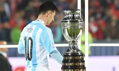 Messi từng ba lần dự chung kết Copa America, nhưng không một lần với tới đỉnh vinh quang ở sân chơi này.
