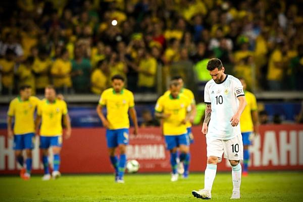 Messi và Argentina tiếp tục lỡ hẹn với những danh hiệu. Ảnh:AFA.