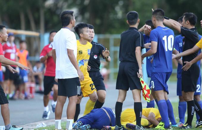 Bạo lực tái diễn ở giải U17 quốc gia