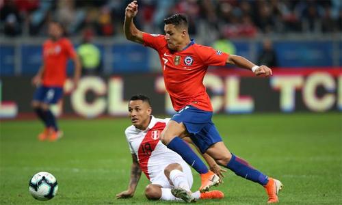 Sanchez và Chile gây thất vọng dù được đánh giá cao hơn. Ảnh: Reuters.