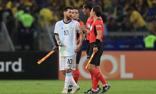 Rivaldo cho rằng Messi và đồng đội có lý do để phàn nàn về trọng tài. Ảnh: Ole.