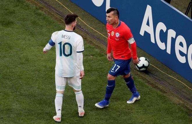 Pha xô xát dẫn đến thẻ đỏ của Messi