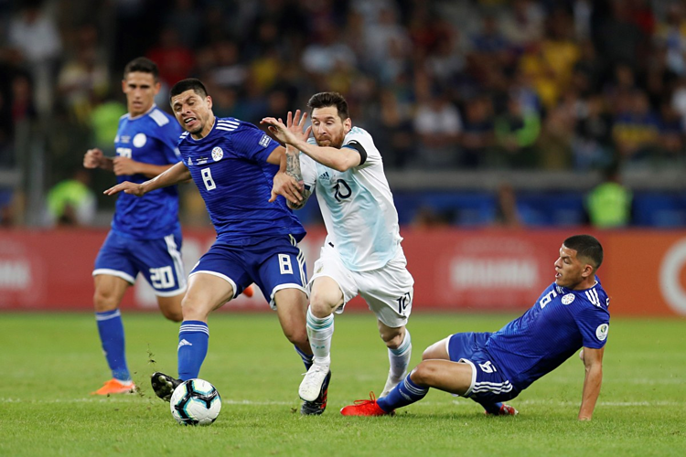Argentina hòa Paraguay nhờ quả phạt đền của Messi - ảnh 1