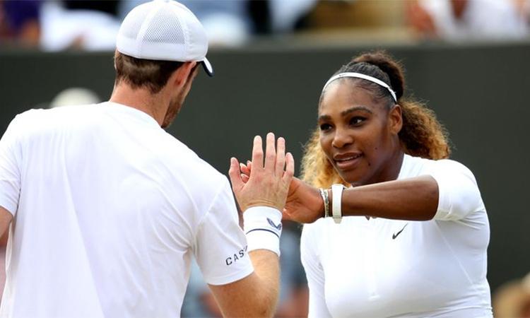 Serena (phải) vẫn còn hy vọng ở nội dung đơn nữ. Ảnh: Sky.