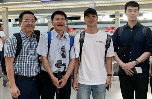 Công Phượng tại sân bay Tân Sơn Nhất sáng nay 12/7.