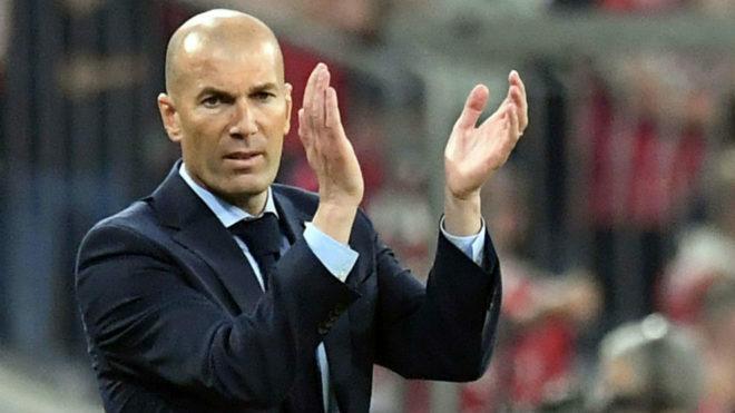 Zidane được cho là gặp vấn đề cá nhân và khẩn cấp bay về Tây Ban Nha. Ảnh: Marca.