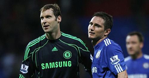 Lampard và Cech là hai công thần giúp Chelsea có thời kỳ thành công rực rỡ, nay cùng quay lại đội bóng ở lúc khó khăn. Ảnh: AFP.
