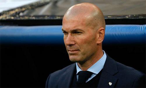 Zidane trở về để đưa tang anh trai. Ảnh: Reuters