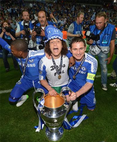 Luiz (áo trắng) và Lampard đều là công thần trong thế hệ Chelsea vô địch Champions League 2012.