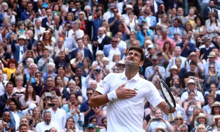 Djokovic biết trước khán giả sẽ cổ vũ Federer và chuẩn bị tâm lý kỹ càng. Ảnh: AP.