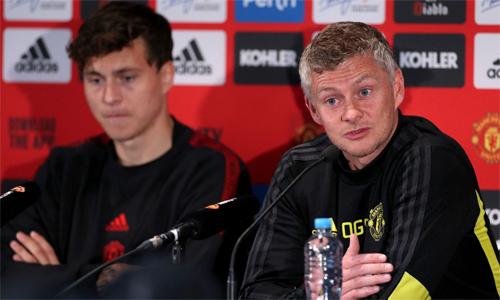 Solskjaer và Lindelof trả lời họp báotrước trận gặp Leeds. Ảnh: REX.