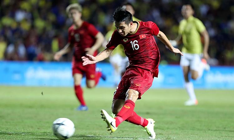 Việt Nam (áo đỏ) vừa thắng Thái Lan 1-0 ở Kings Cup 2019. Ảnh: Đức Đồng.